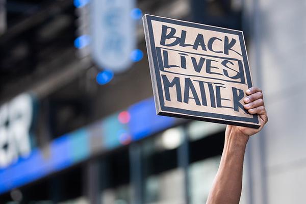 Protestas del movimiento Black Lives Matter en Times Square (Nueva York, EEUU) el pasado 7 de junio. Foto: Anthony Quintano (CC BY 2.0)
