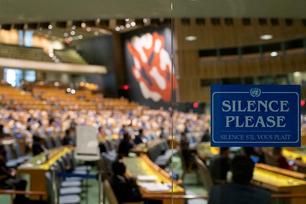 Salón de la Asamblea General de Naciones Unidas durante la apertura del debate general del 75º período de sesiones. Foto: UN Photo/Mark Garten