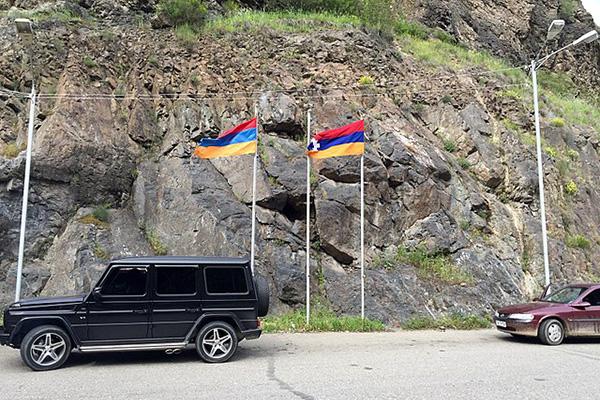 Frontera entre Armenia y Nagorno Karabaj. Foto: Clay Gilliland from Chandler, U.S.A. (Wikimedia Commons / CC BY-SA 2.0)